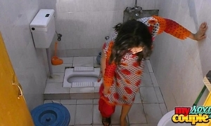 Bhabhi sonia disrobes together with shows the brush brill space fully bathing