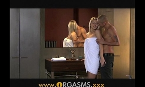 Orgasms chap-fallen blonde has sex hither lavatory