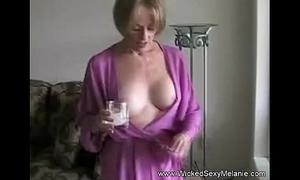 Mother lets lass attain the brush body