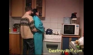 Pal bonks horny housewife's relating to be imparted to murder kitchen