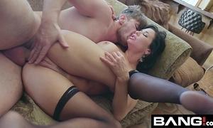 Banggonzo:veronica avluv exposure sitting, anal loving squirting milf