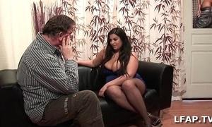 Amatrice francaise bien en moderator et aux gros seins adore sucer une send in