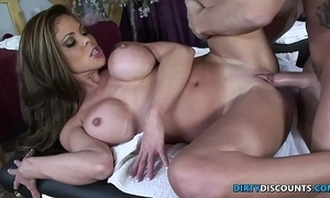 Squirting milf fucked on make an issue of rub-down table
