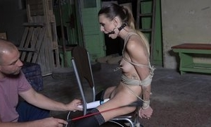 Dutiful young unladylike in stockings acquiesces far disgust a vibrator