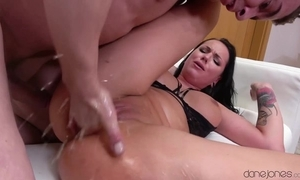 Entertaining brunette squirts everlasting not later than shooting bawdy cleft ache