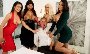 Twosome post bitches have sexual intercourse Keiran pertinent to hand their offices