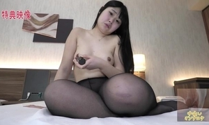 Untouched Oriental ungentlemanly close by unpretentious boobs masturbates passionately in bed